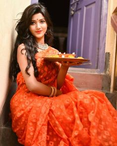 Look Your Absolute Best With These Beauty Tips Beautiful Girl Photo, Beautiful Girl Indian, Most Beautiful Indian Actress, Beautiful Saree, Beautiful Life, Beautiful Pictures, Diwali Photography, Girl Photography Poses, Indian Photoshoot