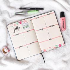 10 Bullet Journal Layouts You Can't Resist Bullet Journal School, Bullet Journal Planner, Bullet Journal Tracker, Bullet Journal Notebook, Bullet Journal Inspo, Bullet Journal Spread, Bullet Journal Ideas Pages, Bullet Journal Layout, Bujo