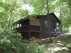 Small cabins queen beds and cabin on pinterest for Indian bear lodge cabins