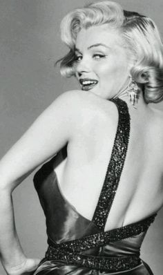 """Marilyn in publicity for """"How To Marry a Millionaire"""". Photo by John Florea, Estilo Marilyn Monroe, Marilyn Monroe Fotos, Marilyn Monroe Life, Hollywood Glamour, Hollywood Actresses, Old Hollywood, Most Beautiful Women, Beautiful People, Divas"""