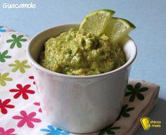 Guacamole (ricetta messicana). Ricetta originale della salsa guacamole di avocado, vegan, facile e veloce senza cottura per nachos, tortilla, polpette...