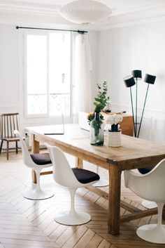modern black and white dining room with vintage furnishings. / sfgirlbybay