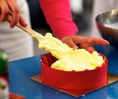 La recette en photo  pas-à-pas  de la crème mousseline pour vos fraisiers et les autres entremets.