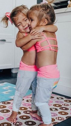 How to do yoga: Find a cute partner Dance together Give hugs Get hydrated Go to sleep 💤 Which yoga step is your favorite ? Cute Twins, Cute Funny Babies, Twin Baby Girls, Toddler Girl, Precious Children, Beautiful Children, Tatum And Oakley, Baby Tumblr, Cute Kids Photography