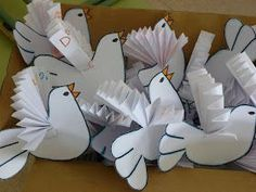Use in Bible storys .cut out and do every thing to them except leave the wings for them to put on in Sunday school you dont have much time,,,then use in your story. Peace Crafts, Bird Crafts, Diy And Crafts, Arts And Crafts, Bible Story Crafts, Bible School Crafts, Sunday School Crafts, Origami, Craft Activities For Kids