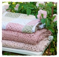 Pretty crocheted blankets @ Versponnenes