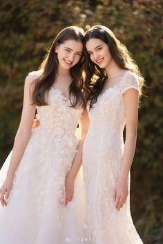 Korean Bride, Asian Bride, Modest Wedding Dresses, Bridal Dresses, Bridesmaid Dresses, Wedding Frocks, Wedding Gowns, Wedding Girl, Vintage Dresses