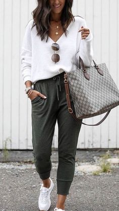 45 Elegant Casual Weekend Outfit Ideas Chunky Sneakers Outfit casual elegant ideas outfit weekend Be Casual Outfit Men, Black Casual Outfits, Casual Weekend Outfit, Fashion Casual, Casual Outfits For Teens, Business Casual Outfits, Comfy Outfit, Casual Summer Outfits Comfy, Winter Weekend Outfit