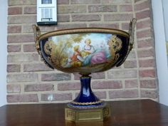 Beautiful porcelain coupe with bronze from 1920 in good condition. Discover more outstanding items from Johan Doomen's collection, a professional Belgian antique dealer, on Transferantique. Porcelain, Bronze, Antiques, Beautiful, Collection, Things To Sell, Cutaway, Antiquities, Porcelain Ceramics