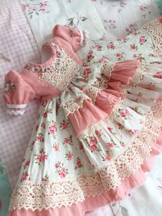 1 million+ Stunning Free Images to Use Anywhere Baby Girl Dress Patterns, Dresses Kids Girl, Baby Dress, Kids Outfits, Doll Dresses, Girls, Baby Doll Clothes, Doll Clothes Patterns, Sewing Dolls