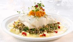 Ovnsbakt kveite er en fantastisk fisk å servere gjester. Denne oppskriften hjelper deg å lage tilbehør verdig en så flott fisk. Et festmåltid med gode norske råvarer. Main Course Dishes, Food Design, Food Presentation, Food Plating, Food Pictures, Italian Recipes, Risotto, Seafood, Food Porn