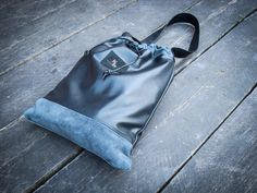 Amazing leather bag with a towel attached through a zipper >> more details under www.surrybulga.com