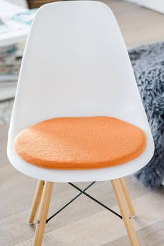 stuhlkissen in hellorange passend fr eames chair limitiert - Tolles Dekoration Eames Chair Sitzkissen