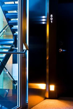 Detalle escalera principal desde la quinta planta