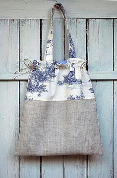Tote bag en lin et toile de Jouy bleue, sac à main : Sacs à main par aufildantan
