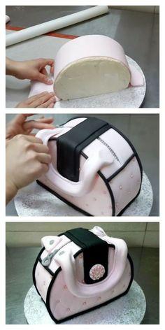 Decora una tarta en forma de bolso usando fondant
