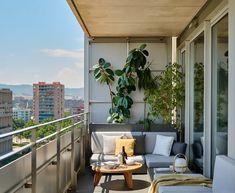 Terraces and small roofs: ideas for decoration - Terrazas y balcones - - Balcony Plants - Design RatBalcony Plants tan Furniture Terrasse Design, Balkon Design, Apartment Balcony Decorating, Apartment Balconies, Apartment Design, Small Outdoor Spaces, Small Patio, Exterior House Colors, Exterior Design