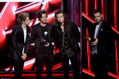 Last night at the 2015 Billboard Music Awards in Las Vegas, One Direction won two awards. | One Direction Paid Tribute To Zayn, Liam Had An Awkward Moment And Harry Grabbed Niall's Balls