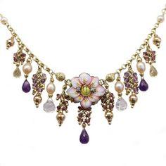 Girocollo Gabriella Rivalta III: solo su Jewmia è possibile noleggiare questo magnifico esempio di finissima arte made in Italy, in oro, perle e pietre semipreziose!