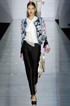 Valentino Spring 2006 Ready-to-Wear Fashion Show - Hana Soukupova