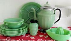 jadite, I have the juicer. Vintage Kitchenware, Vintage Dishes, Vintage Glassware, Green Milk Glass, Sweet Coffee, Everyday Dishes, Green Kitchen, Anchor Hocking, Carnival Glass