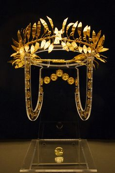 Gold wreath of a Thracian aristocrat (ca. 4th century BCE) from Golyamata Mogila (Bulgaria)