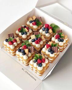 Fancy Desserts, Delicious Desserts, Mini Cakes, Cupcake Cakes, Patisserie Fine, Cake Recipes, Dessert Recipes, Number Cakes, Cafe Food