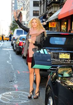 Blake Lively hailed a cab in NYC.