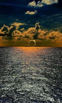 Eclipsă solară la orizont