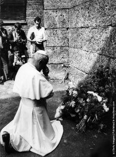 John Paul II praying at Auschwitz