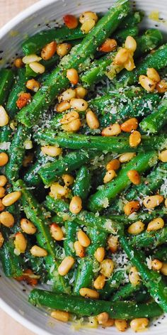 Green Beans with Pine Nuts is an easy and healthy recipe that will make a great side dish for any main course! Its a perfect and delicious way to add something green and healthy for your dinner! Side Dishes For Salmon, Dinner Side Dishes, Holiday Side Dishes, Veggie Side Dishes, Healthy Side Dishes, Side Dishes Easy, Salmon Sides, How To Cook Greens, Garlic Green Beans