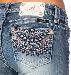 Features: 73% Cotton 25% Polyester 2% Elastane Capri length Cuffed Mid-rise Medium wash with whiskering and sanding Aztec embroidered back pockets Rhinestone an