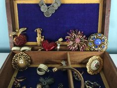Catawiki online auction house: Art Nouveau decorated wooden jewellery box filled with jewellery - 2nd half 20th century