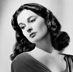 A beautiful and rare portrait of Vivien Leigh photographed by Bob Coburn 1941 Image restoration by Vivien Leigh, Gene Kelly, Marlon Brando, Steve Mcqueen, James Dean, Old Hollywood Stars, Classic Hollywood, Classic Actresses, Beautiful Actresses