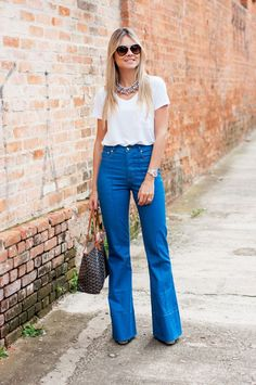 Look do dia – Setentinha! - Total Street Style Looks And Fashion Outfit Ideas Look Office, Office Looks, Work Fashion, Fashion Looks, Elegante Y Chic, T Shirt Branca, Look Street Style, Pantalon Large, Mode Jeans