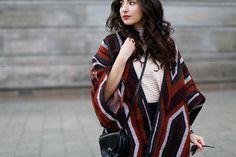 Mango Cape and Leather Shorts streetstyle winterspring frühlings outfit look aztec poncho fashionblog wie poncho kombinieren how to cape samieze