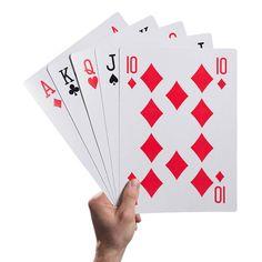 Giant-Playing-Cards. Esta baraja francesa es enorme, sus cartas son 10 veces más grandes que las normales.