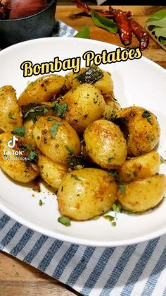 Bombay Potato Recipe, Indian Dessert Recipes, Ethnic Recipes, Potato Recipes, Chicken Wings, Food Videos, Baked Potato, Potatoes, Meat