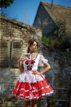 Mint a Mátka Kollekció 2017 - Bélavári Zita Couture African Braids Hairstyles, Braided Hairstyles, Folk Costume, Costumes, Hungarian Girls, Feminized Boys, Full Midi Skirt, Dirndl Dress, Classy Women