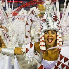 Der legendäre Karneval in Rio de Janeiro 2017  Der Carnaval do Brasil ist eine bunte und märchenhafte Show. Daran beteiligen sich professionelle Musikanten, Schauspieler, Stadtbewohner und zahlreiche Touristen, die aus verschiedenen Ländern der Welt nach Rio de Janeiro kommen und sich das Event nicht entgehen lassen wollen. Der Karneval dauert vier Tage. In dieser Zeit verwandelt sich die Stadt nahezu – sie geht völlig in feurigen Samba-Rhythmen auf. ©Sputnik/ Gabriel Nascimento/Cris Gomes…