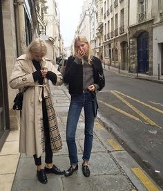 New camping outfits for women winter casual ideas Mode Outfits, Fashion Outfits, Jeans Fashion, Fashion Clothes, Estilo Street, Street Style Vintage, European Street Style, Hipster Grunge, Looks Street Style