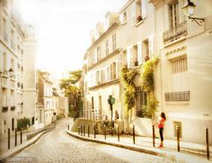 In Between Days in Montmartre >> One of my favorite Paris neighborhoods! via Beers & Beans