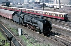 """1977 """"Pannonia Express"""" und S-Bahn an der Warschauerstrasse in Berlin"""