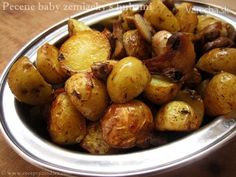 Pečené baby zemiačky s hubami - recept Stuffed Mushrooms, Potatoes, Dishes, Vegetables, Christmas Recipes, Indie, Baby, Food, Button