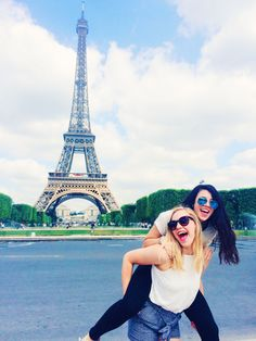Best friend travel abroad trip, paris, friends in Europe, Eiffel Tower, instagram picture ideas, summer, trip with friends, bucket list, France