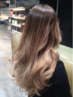 pin me at jghukk Lob Hairstyle, Cute Hairstyles, Curly Hair Styles, Natural Hair Styles, Different Hairstyles, Light Hair, Ombre Hair, Hair Looks, Dyed Hair