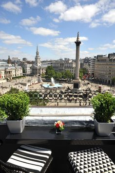 Must visit. Perfect view. Let's get a bite. Vista Bar, Trafalgar Hotel. Fee, nearest Tube, Charing Cross.