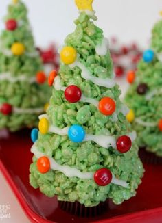 These Krispie Treat Christmas Trees.