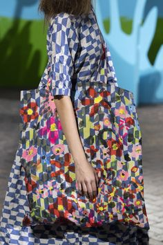 Daniela Gregis at Milan Fashion Week Spring 2020 - Details Runway Photos Milan Fashion Weeks, Fashion 2020, Girl Fashion, Fashion Show, Fashion Outfits, Womens Fashion, Hijab Fashion, Fashion Colours, Fashion Details