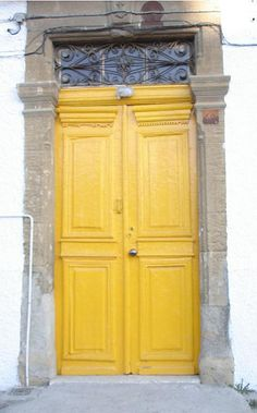 there's just somethin' bout a brightly colored door...